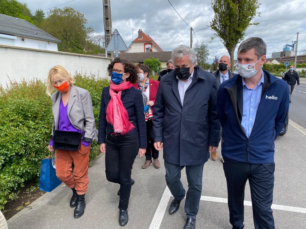 Visite de la ministre Emmanuelle Wargon, Hellio et l'association Stop Exclusion Énergétique chez des famille en grande précarité
